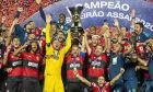 Flamengo perde para São Paulo, mas garante bi do Brasileirão
