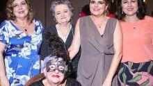Leda Perdomo ladeada pelas filhas e Neuza Amaral