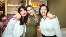 Arquitetas Lizziane Machado e Giselle Cazarim com Cláudia Carlesso
