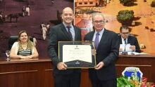 Diploma de Honra ao Mérito ao Dr. Adilson Stiguiwitis Lima.