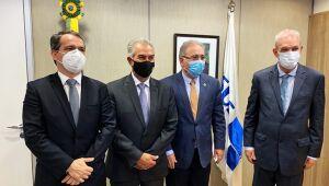 Em Brasília, governador cobra reforço de vacinas para fronteira e mais kit intubação