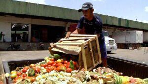 Supermercados desperdiçam R$ 3,9 bi em alimentos por ano