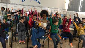 """Escolas do Campo recebem palestras e contação de história pelo """"À Flor da Pele"""""""