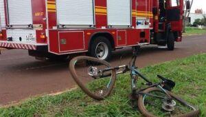 Ciclista fica em estado grave depois de ser atropelado por caminhonete