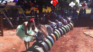 Nas mãos de detentos, mais de 4,2 mil pneus se transformaram em parques de diversão