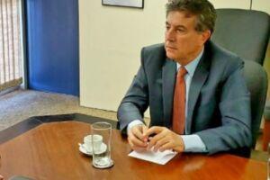 Murilo comunica que não assumirá o governo e Paulo Corrêa é empossado governador interino