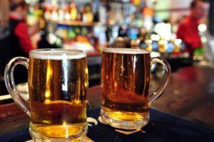 Projeto determina que rótulos de bebidas alcoólicas tragam advertência sobre direção