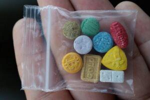 Suspeito é preso com 90 comprimidos de ecstasy recebido pelo correio