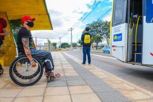 Projeto prioriza pessoas com deficiência, professores e policiais na vacinação contra Covid-19