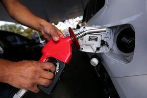 Governo congela preço da gasolina e preço pode baixar R$ 0,15