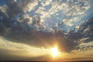 Sexta de sol entre nuvens e calor de 34ºC em Dourados