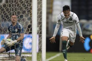 Palmeiras vence Grêmio e sai na frente no 1º jogo da final