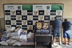 Defron prende dois com armas de fogo e 822 kg de maconha