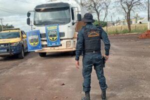 Polícia desconfia de nervosismo de motorista e apreende 8 toneladas de droga
