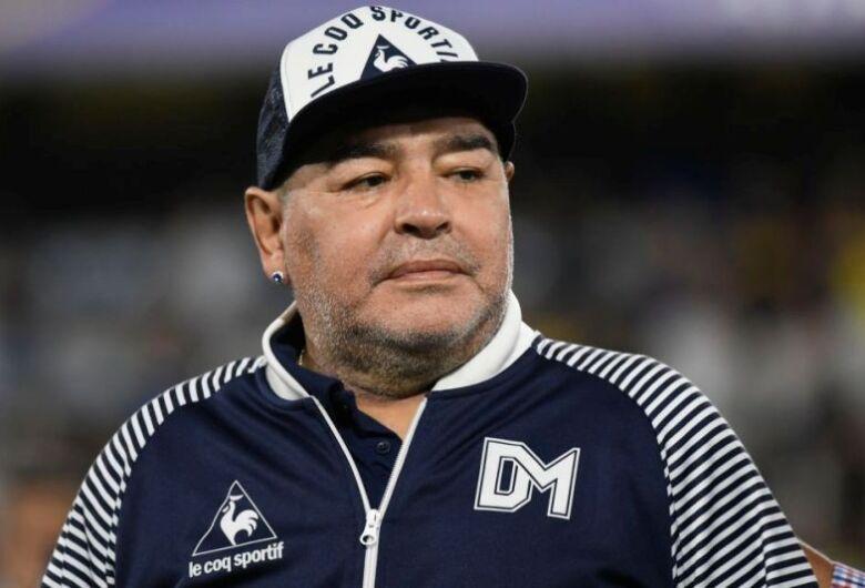 Container esquecido pode ser baú do tesouro de artigos de Maradona