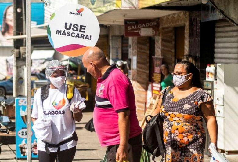 Máscaras e isolamento continuam essenciais, dizem especialistas