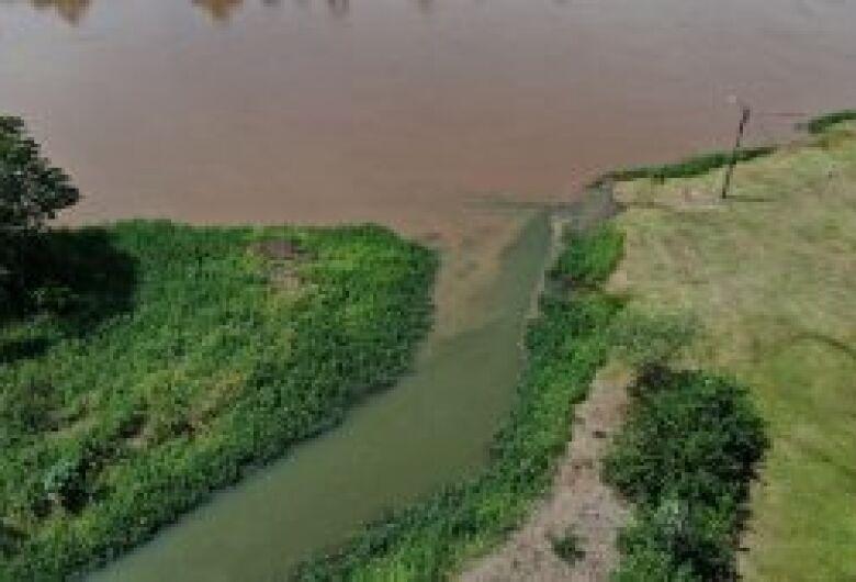 Fecularia é multada em R$ 20 mil por poluir rio e córrego