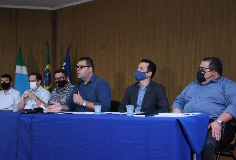 Alan Guedes anuncia corte de comissionados e suspensão de pagamentos para 'sair do vermelho'