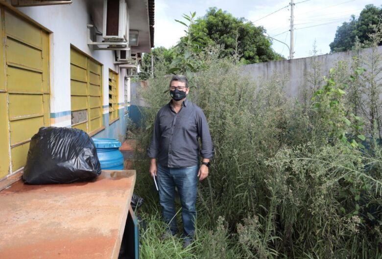 Vereador visita posto de saúde no Novo Horizonte e encontra matagal e escorpião