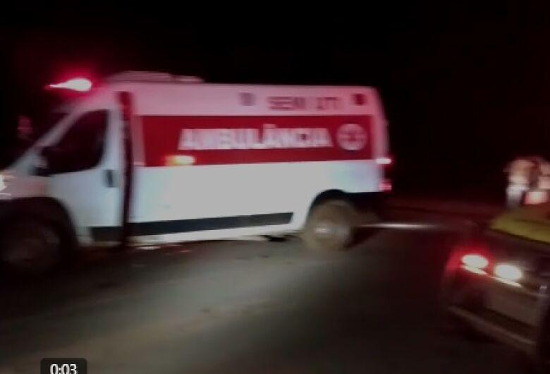 Ambulância que desapareceu na fronteira é encontrada atolada em estrada vicinal