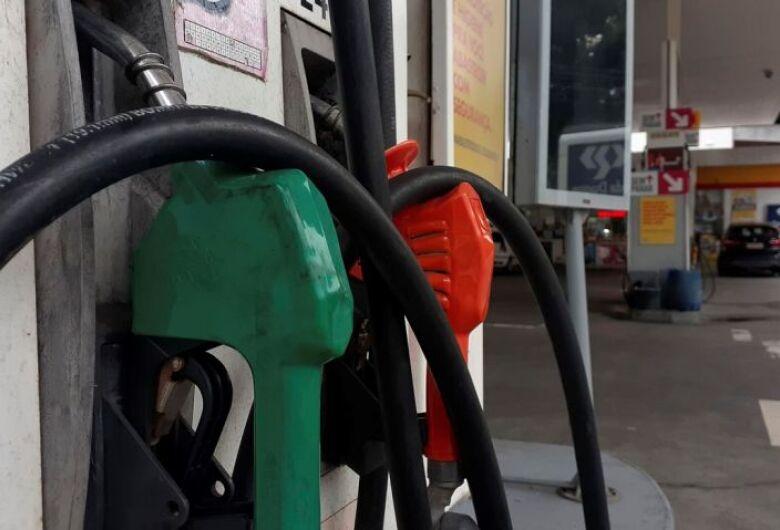 Litro da gasolina sobe R$ 0,15 nas refinarias da Petrobras