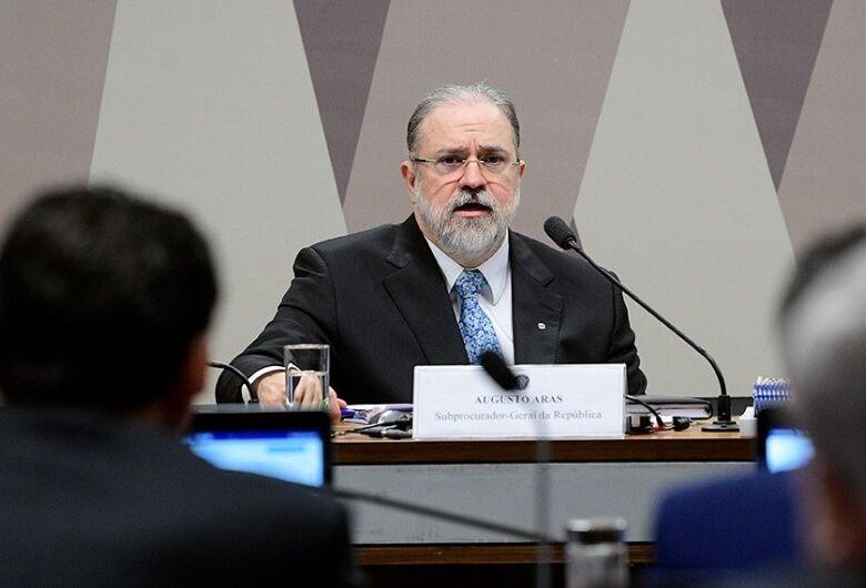 Senadores entram com representação no Ministério Público para investigar Aras