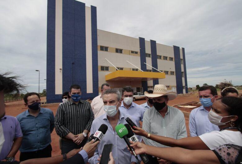 Paulo Corrêa entrega obras de saneamento e vistoria construção de hospital em Três Lagoas