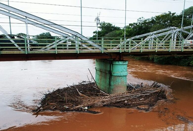 Aumento de nível dos rios e chuvas constantes colocam Defesa Civil em alerta
