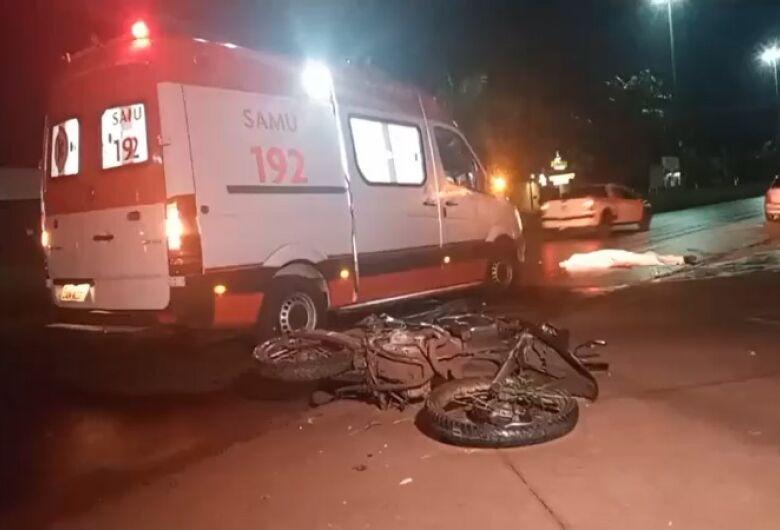 Motociclista morre após rampar monumento ao colono em Dourados