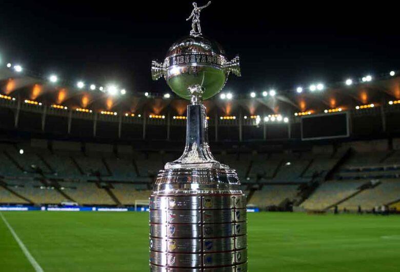Santos e Palmeiras decidem Taça Libertadores hoje no Maracanã