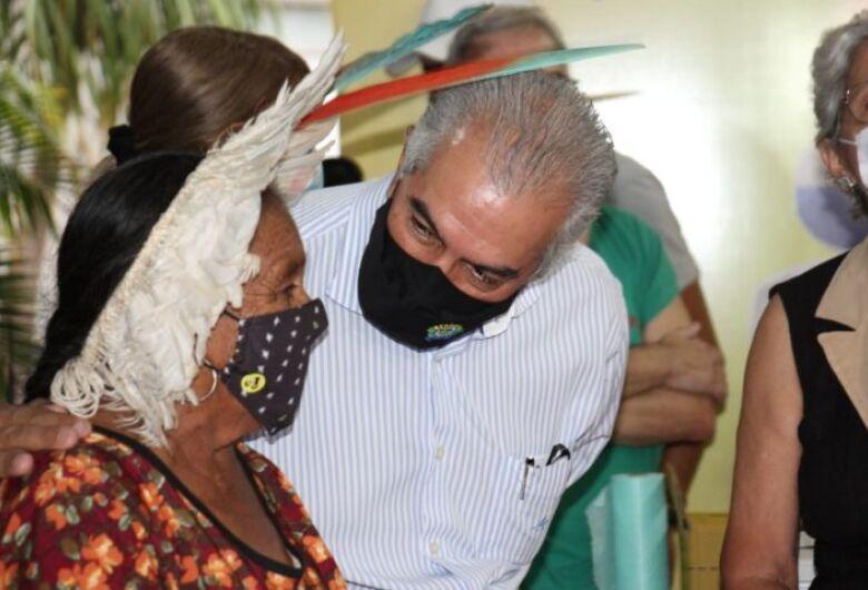 Índia terena de 91 anos é a primeira a receber a vacina em Mato Grosso do Sul