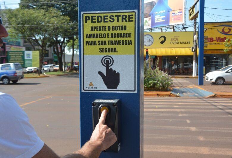 Agetran reativa semáforo com interação de pedestres
