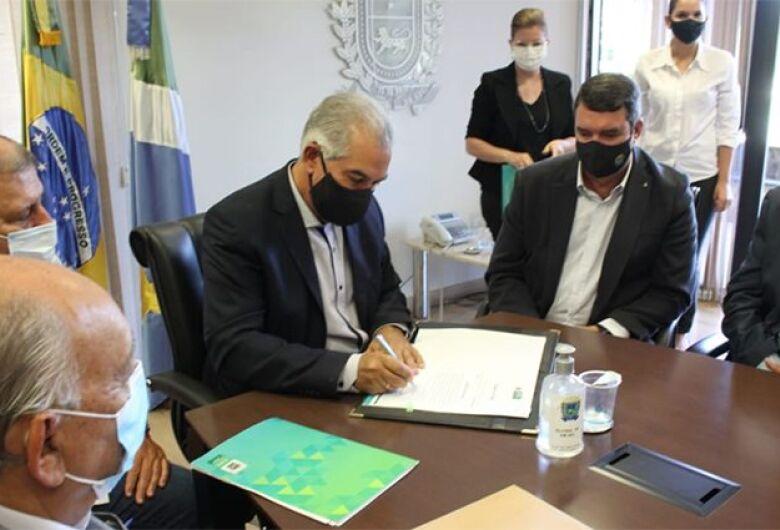 Reinaldo Azambuja anuncia troca de secretários