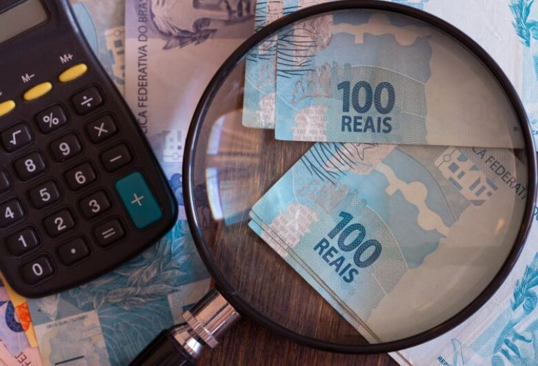 Salário mínimo a R$ 1.100 impacta teto de gastos em mais R$ 10,4 bi