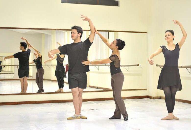 Studio Blanche Torres oferece balé gratuito para adultos