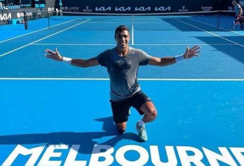 Thiago Monteiro vence a segunda em Melbourne; Bruno Soares ganha em duplas