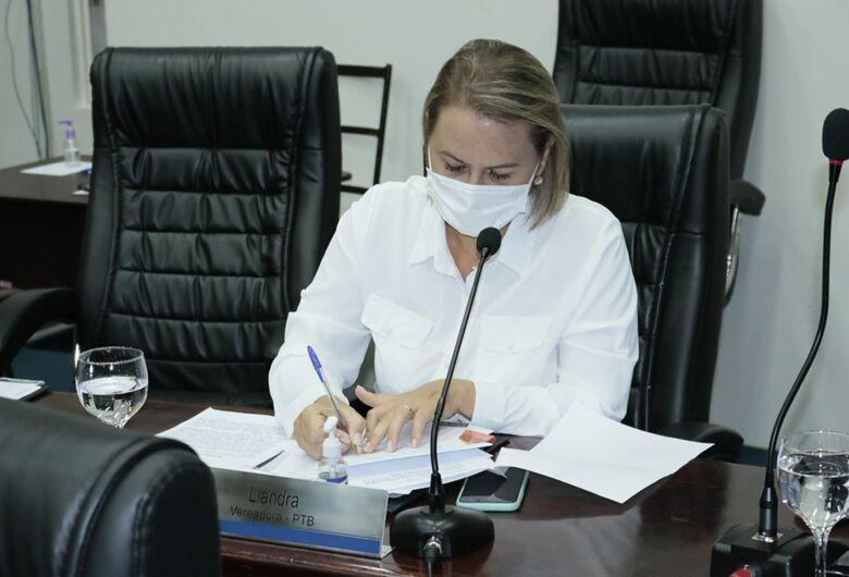 Após pressão, vereadora Liandra abre mão de relatoria da CPI da Covid