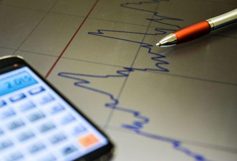 Indicador econômico global mantém trajetória de recuperação, diz FGV