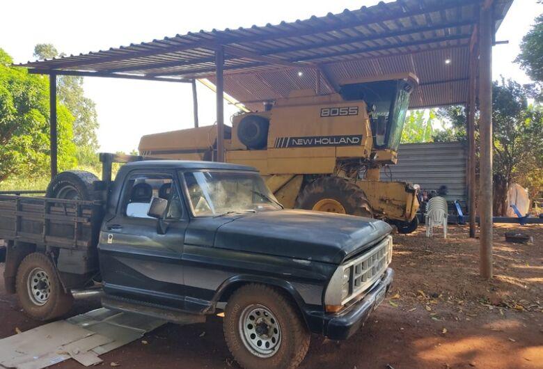 Defron recupera camionete e apreende máquinas e implementos agrícolas