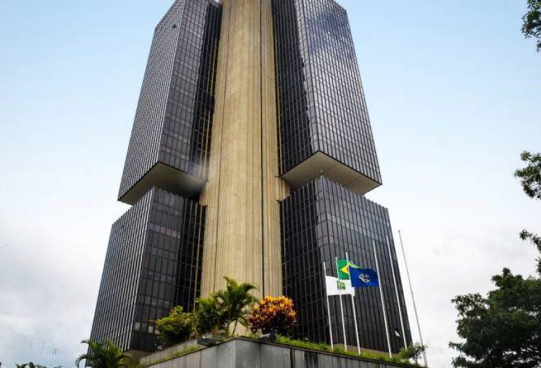 Mercado eleva projeção de inflação para 4,85% e vê alta menor do PIB