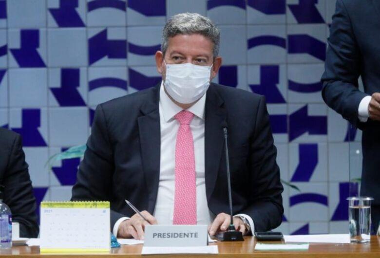 Lira nega que Bolsonaro vá viajar para não sancionar o Orçamento deste ano