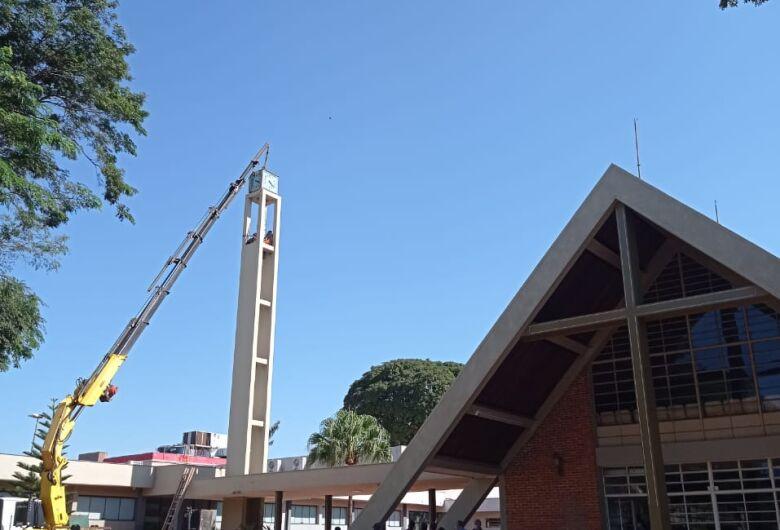 Igreja Presbiteriana devolve relógio histórico a torre