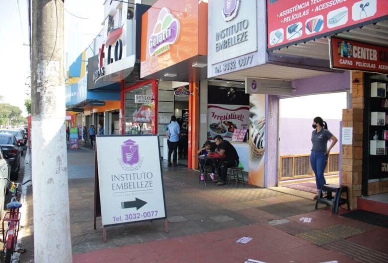 Prefeitura autoriza comerciantes a usarem calçadas para exposição de produtos