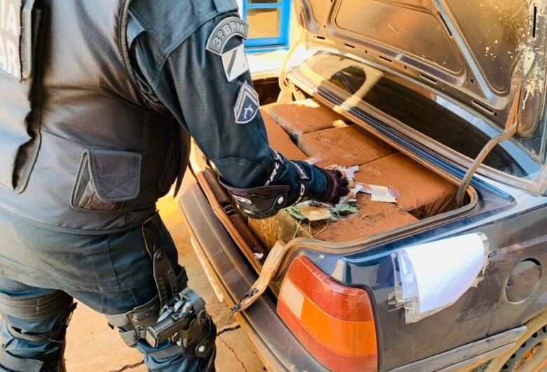Polícia Militar apreende carro com mais de 16 mil relógios contrabandeados