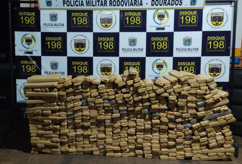 Polícia Militar apreende veículo carregado com drogas