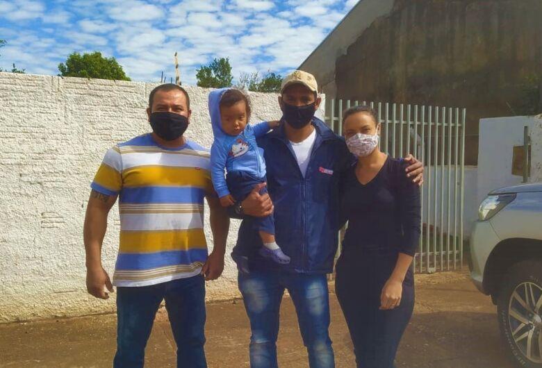 De folga, Cabo da PM salva criança que desfalecia engasgada em Dourados
