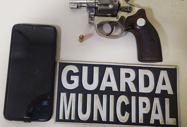 Guarda prende homem que ameaçou mulher e filho com revólver em Dourados