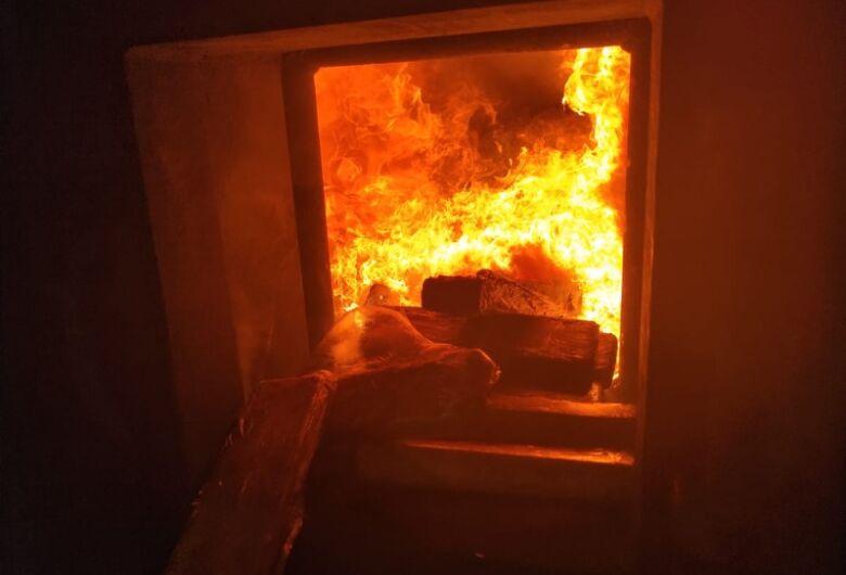 Defron realiza queima de mais de 40 t de drogas apreendidas nos últimos 35 dias