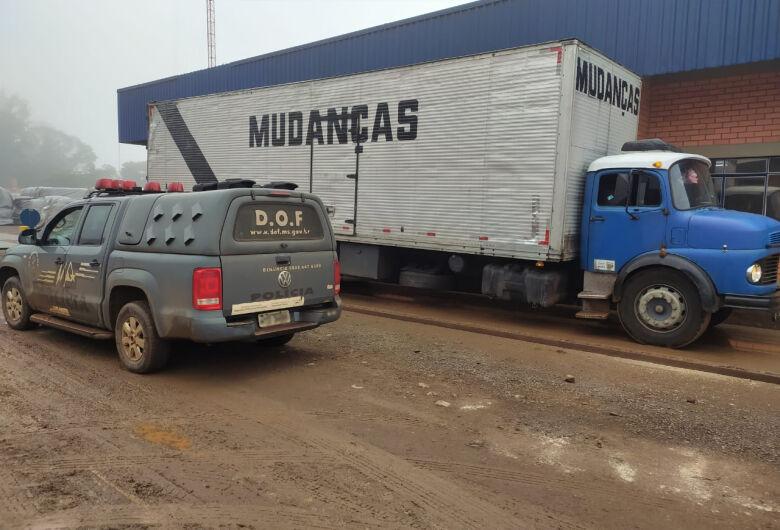 DOF apreende caminhão com 3 toneladas de maconha na MS-289