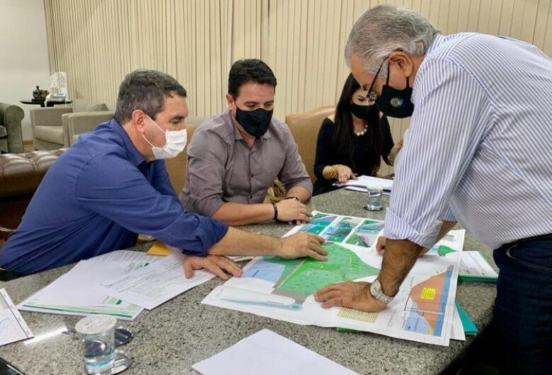 Reinaldo e Riedel reúnem prefeitos da Grande Dourados